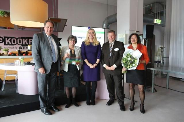 Nederland, Den Haag, 06-04-2016. Foto Wiebe Kiestra Bijeenkomst OIM, de Nationale Omgevingsagenda, de bestuurdersbijeenkomst in de Kookstudio aan de Televisiestraat in Den Haag.